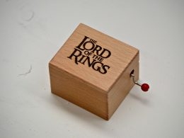 "Caja de música ""Lord of the rings"" Cajas Grabadas"