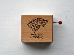 "Caja de música ""Winter is coming"" Cajas Grabadas"